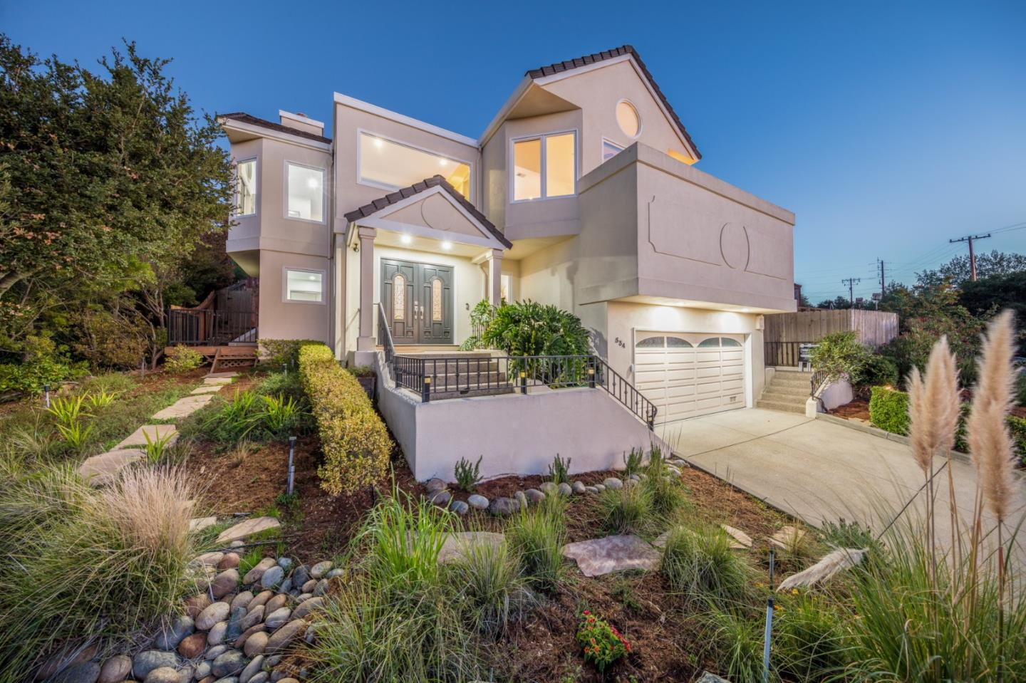 Detail Gallery Image 1 of 1 For 534 Hillcrest Way, Redwood City, CA 94062 - 4 Beds | 4 Baths