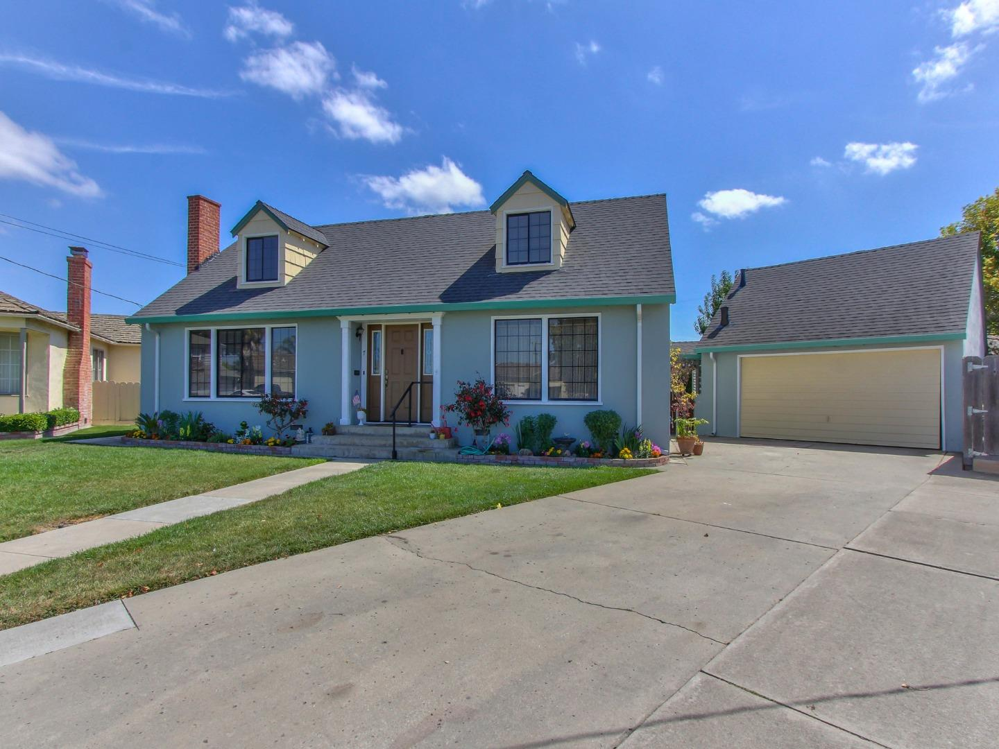 Detail Gallery Image 1 of 1 For 7 Cedros Ave, Salinas,  CA 93901 - 3 Beds | 2/1 Baths