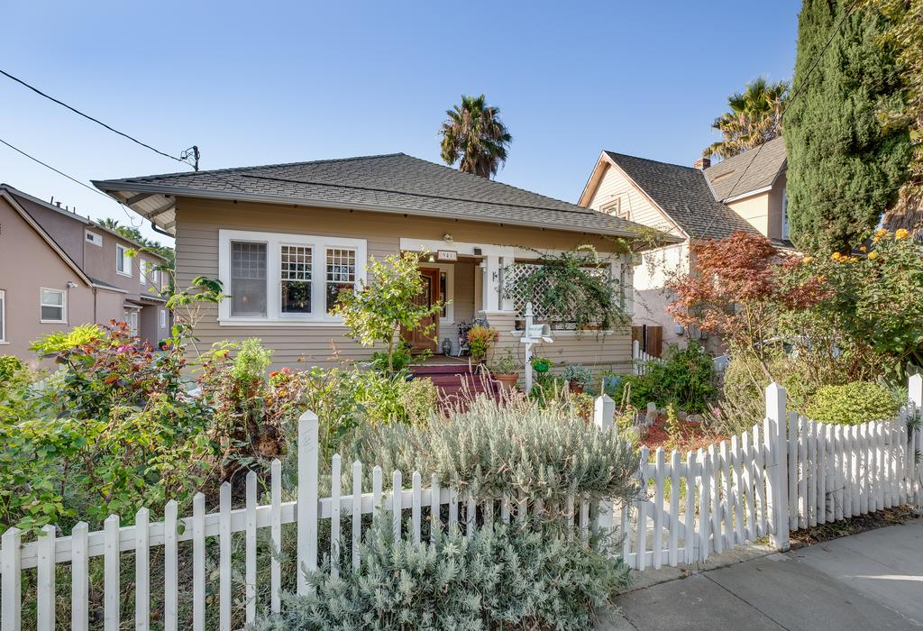 Detail Gallery Image 1 of 1 For 941 E Julian St, San Jose, CA, 95112 - 4 Beds | 2 Baths